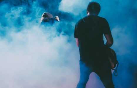 How-Do-Music-Festivals-Make-Theatrical-Smoke-Fog-Special-Effects-825x340-1